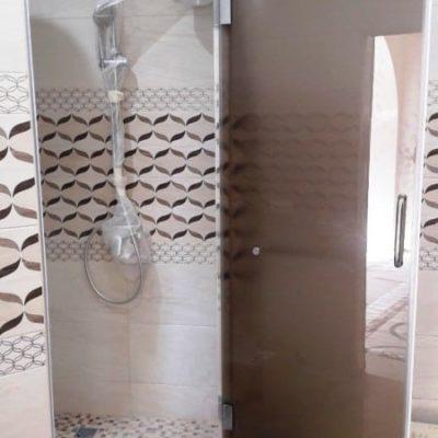 Дверь для душевой из закаленного стекла сатин толщиной 8 мм