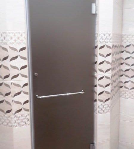 Дверь для душевой из закаленного стекла сатин толщиной 8 мм1