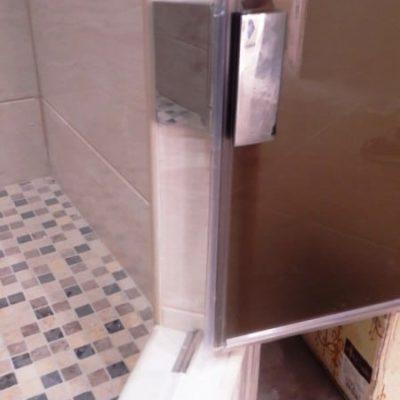 Дверь для душевой из закаленного стекла сатин толщиной 8 мм5