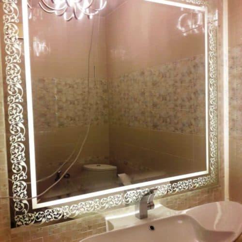 Двухслойное зеркало с фацетом и пескоструйным рисунком по проекту клиента, с подсветкой, размером 1230х1290 мм