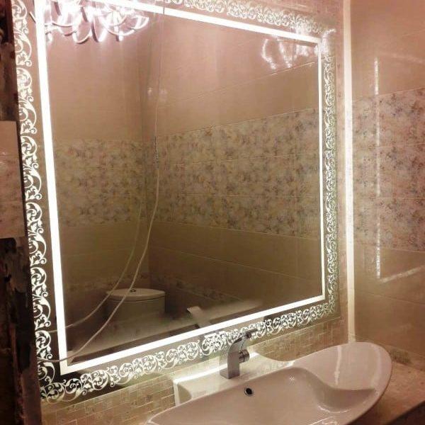 Двухслойное зеркало с фацетом и пескоструйным рисунком по проекту клиента, с подсветкой, размером 1230х1290 мм1