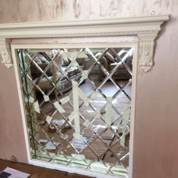 Фацетная композиция из зеркал для украшения ниши с отделкой узких откосов