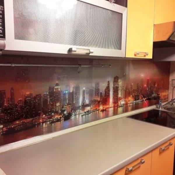 Фартук для яркой кухни из закаленного осветленного стекла толщиной 6 мм с фотопечатью городской пейзаж2