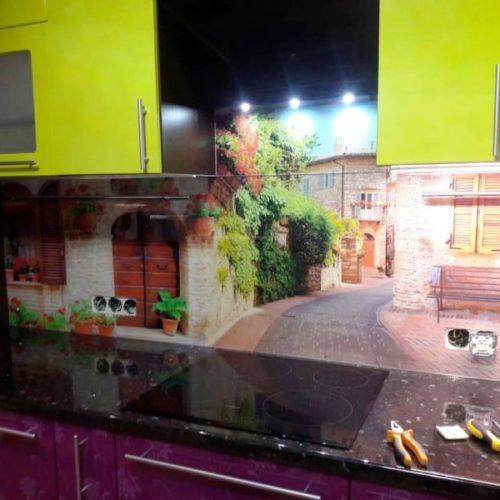 Фартук с фотопечатью старый город на закаленном осветленном стекле толщиной 6 мм4