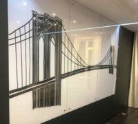 Настенное панно на закаленном осветленном стекле толщиной 6 мм. Рисунок нанесен арт-тонированием.