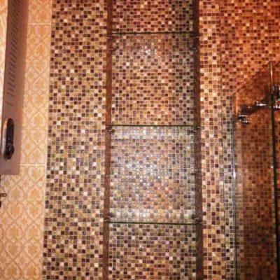 Полки для ниши в санузле из бесцветного закаленного стекла толщиной 6 мм