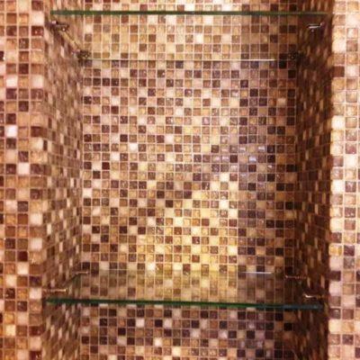 Полки для ниши в санузле из бесцветного закаленного стекла толщиной 6 мм1