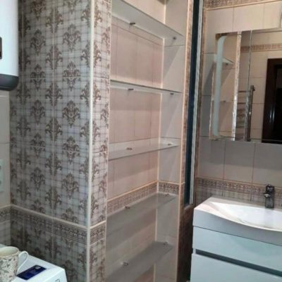 Полки для ванной комнаты из закаленного осветленного стекла с пескоструйным матированием толщиной 8 мм