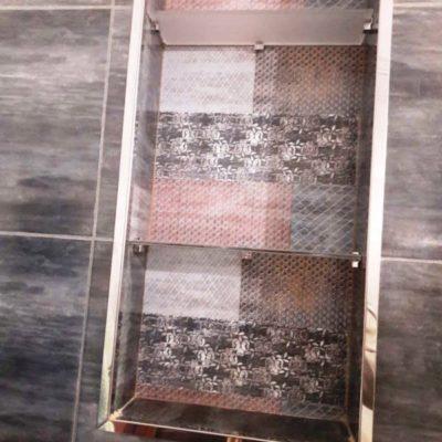 Полки из осветленного закаленного стекла с пескоструйным матированием толщиной 6 мм2