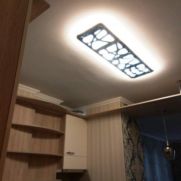 Потолочный светильник из зеркала по индивидуальному проекту