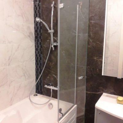 Складная шторка гармошкой для ванны из закаленного осветленного стекла толщиной 8 мм.2