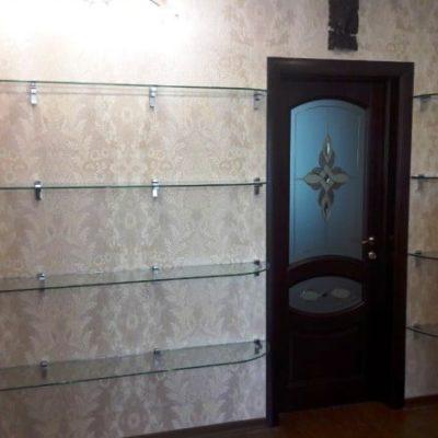 Стеклянные полочки в комнату. Стекло осветленное, закаленное толщиной 8 мм
