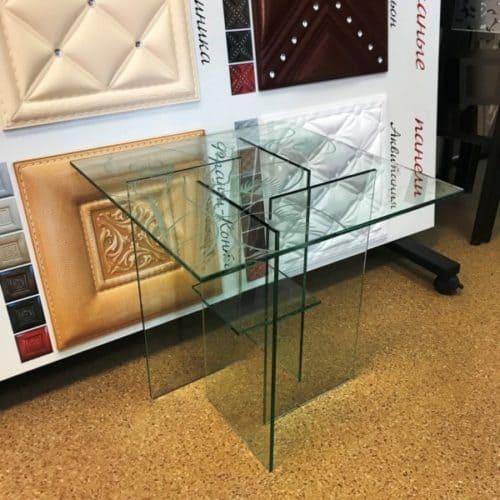 Стеклянный столик из закаленного бесцветного стекла толщиной 8 мм с пескоструйным рисунком по эскизу клиента.3