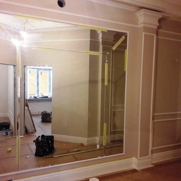 Зеркальная фацетная композиция на стену в загородном доме