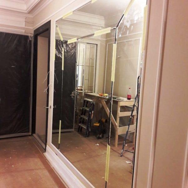 Зеркальная фацетная композиция на стену в загородном доме1
