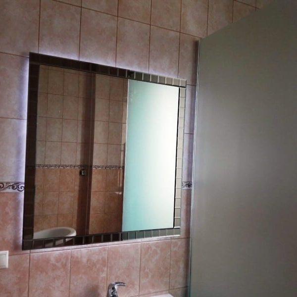 Зеркало с подсветкой в раме из фацетных элементов для ванной комнаты2