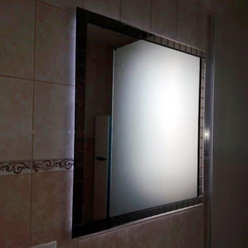 Зеркало с подсветкой в раме из фацетных элементов для ванной комнаты3